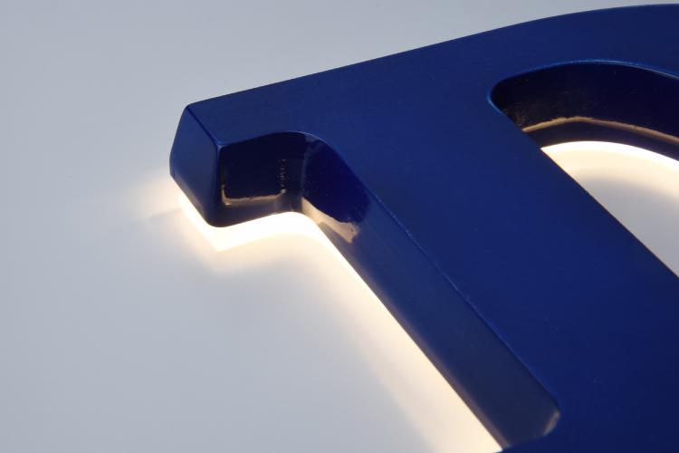 ミニアクリルチャンネル文字底部と背面発光